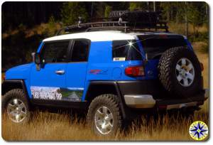 2007 toyota fj cruiser in field