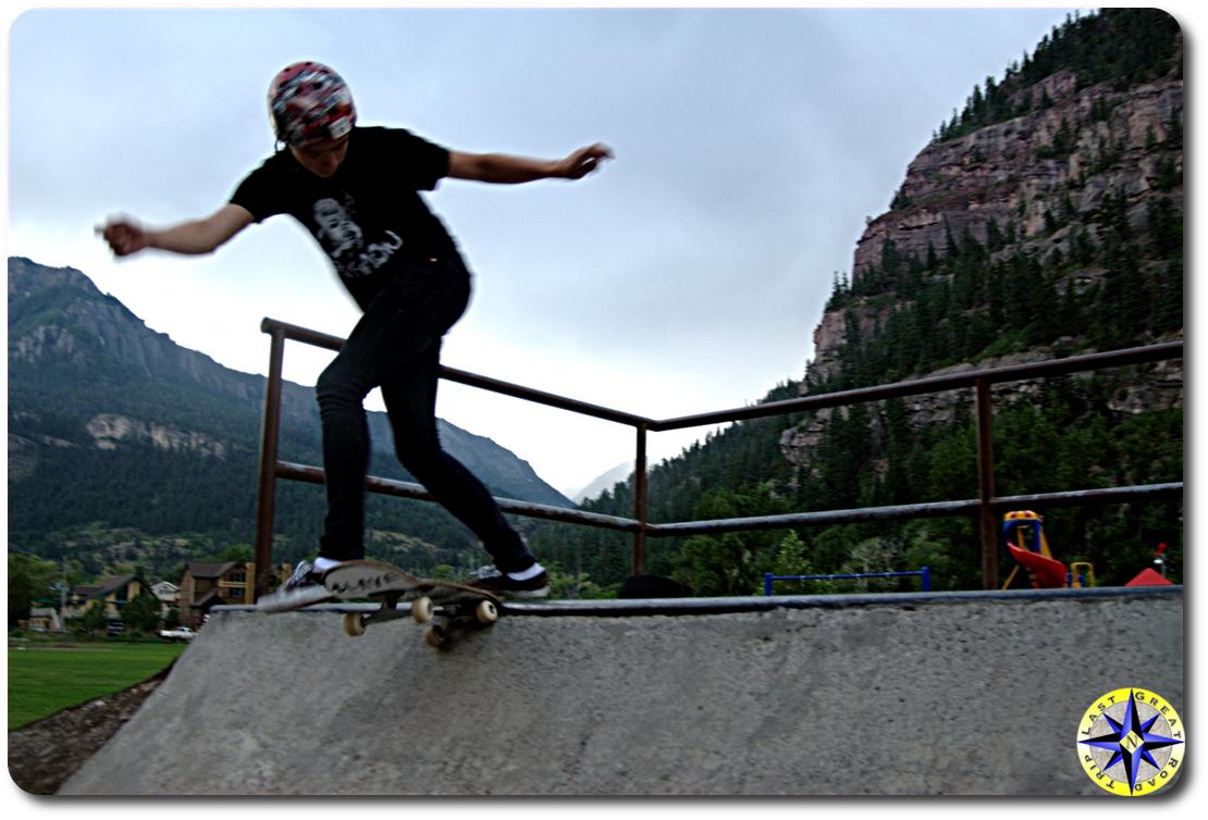 skateboard tail slide