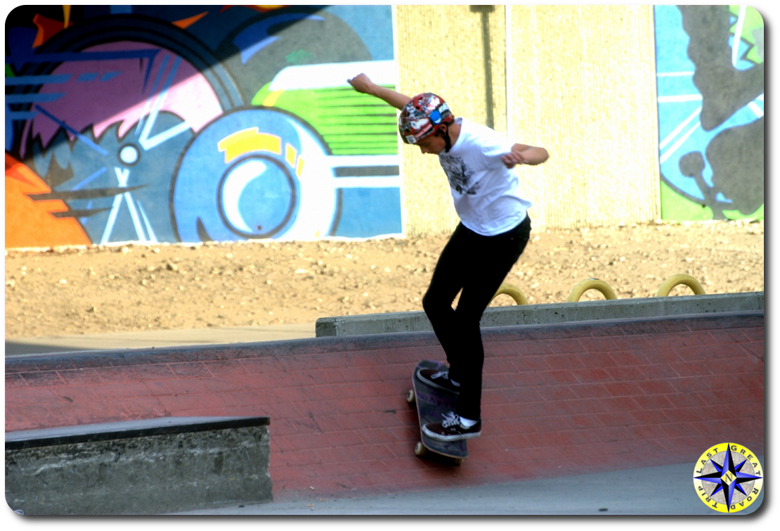 skateboard tailslide