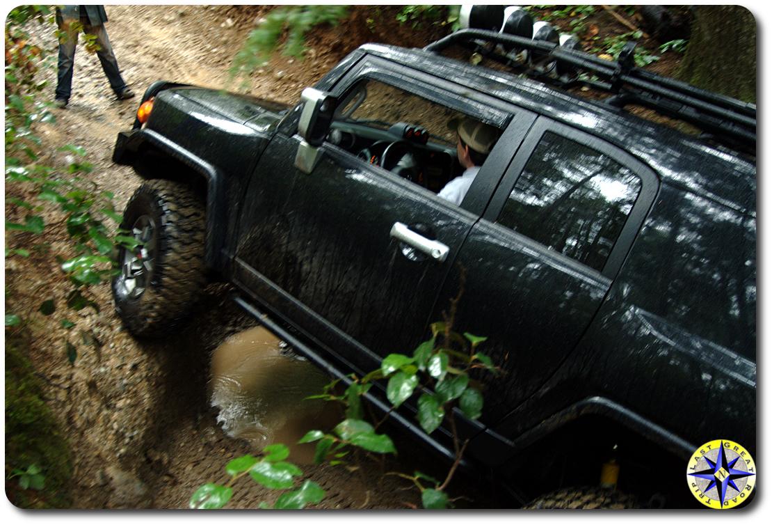 black toyota fj cruiser 4x4 trail
