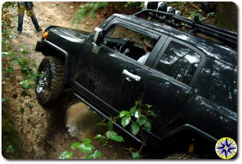 black toyota fj cruiser 4x4 trail