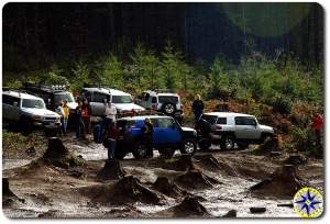 fj cruisers at mud pit