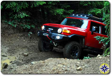 red fj cruiser 4x4 trail