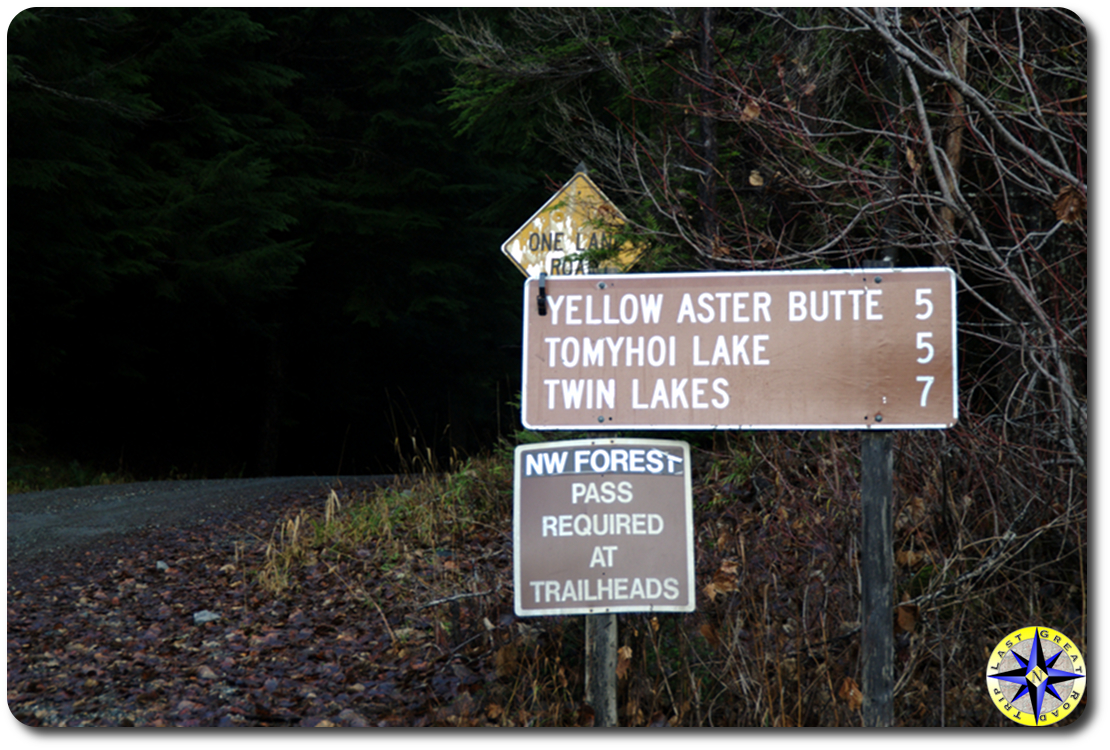 twin lakes road sign