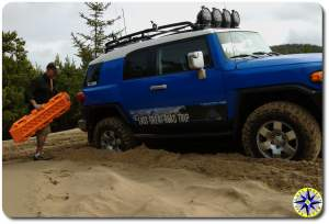 fj cruiser stuck in sand maxtrax ladders