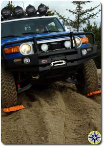 fj cruiser driving on maxtrax