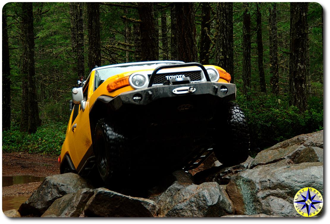 yellow sun fusion fj cruiser rock crawling