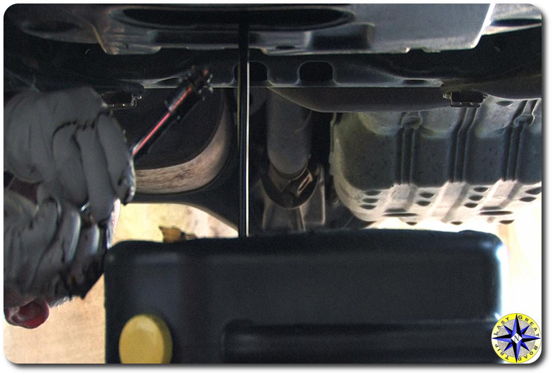 draining fj cruiser engine oil