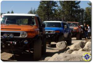 fj cruisers fj80 lined up on 4x4 trail