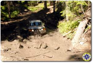 silver fj cruiser in mud pit