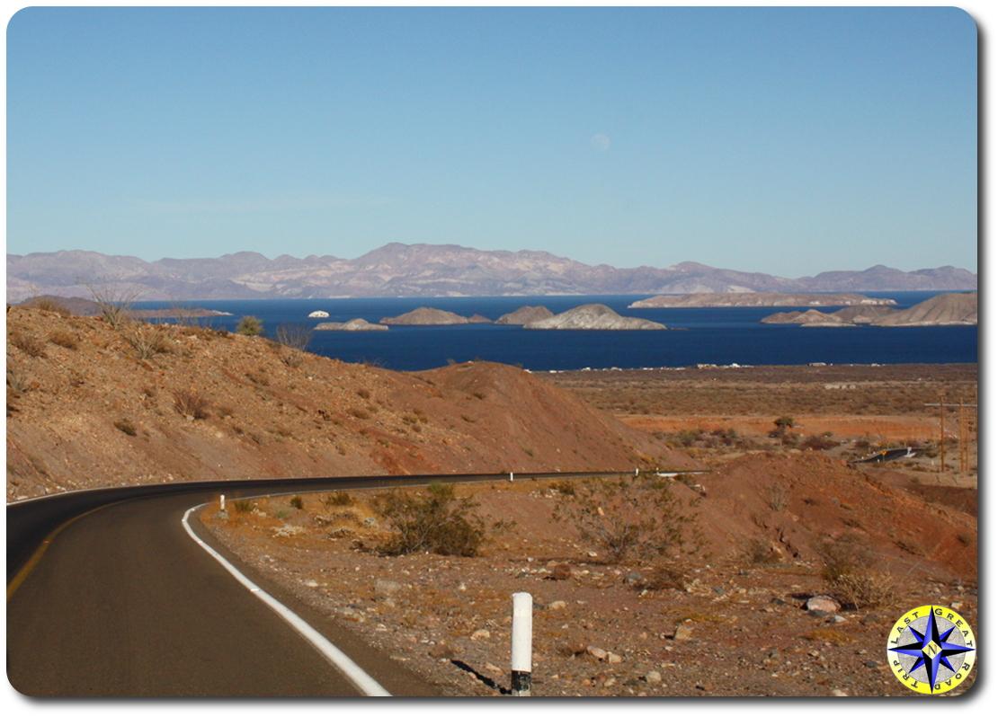 highway into Bahía de los Ángeles