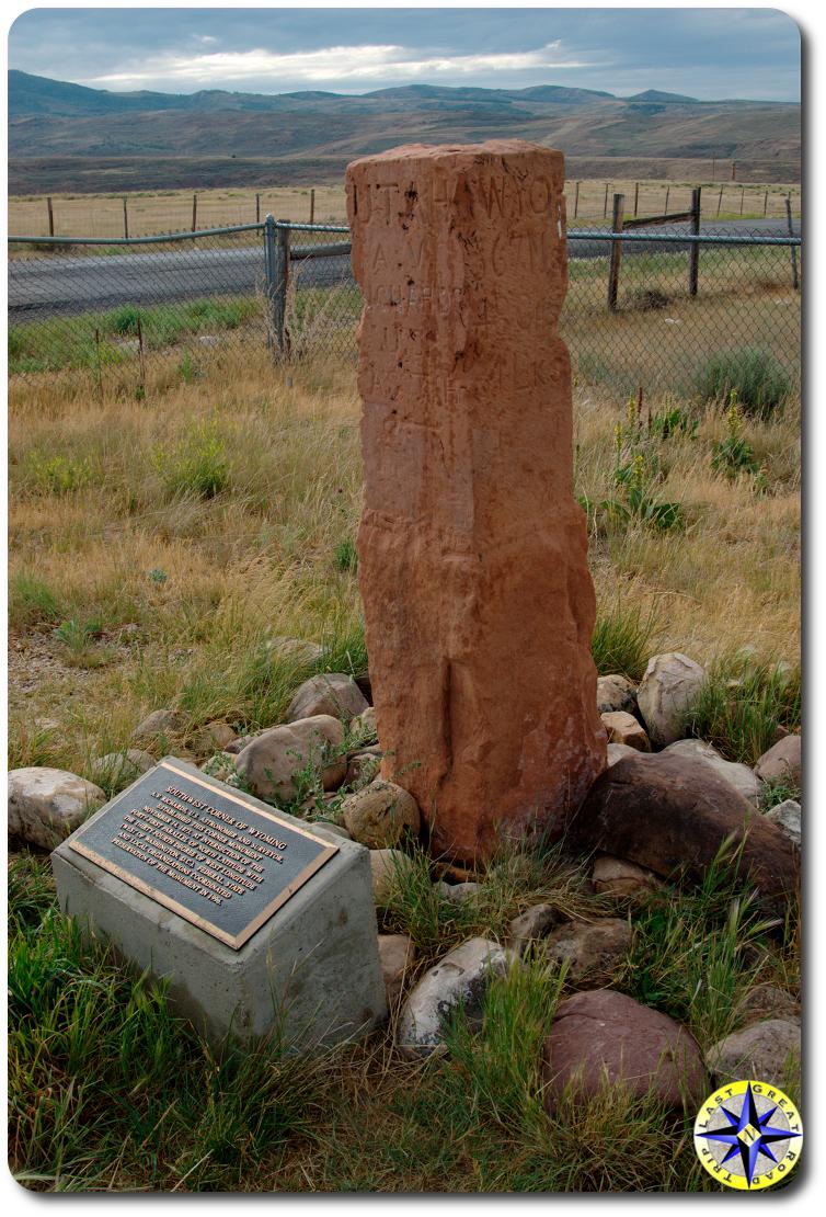 Utah Wyoming state marker