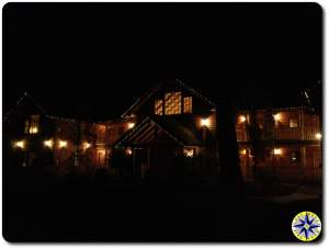 suttle lake lodge at night