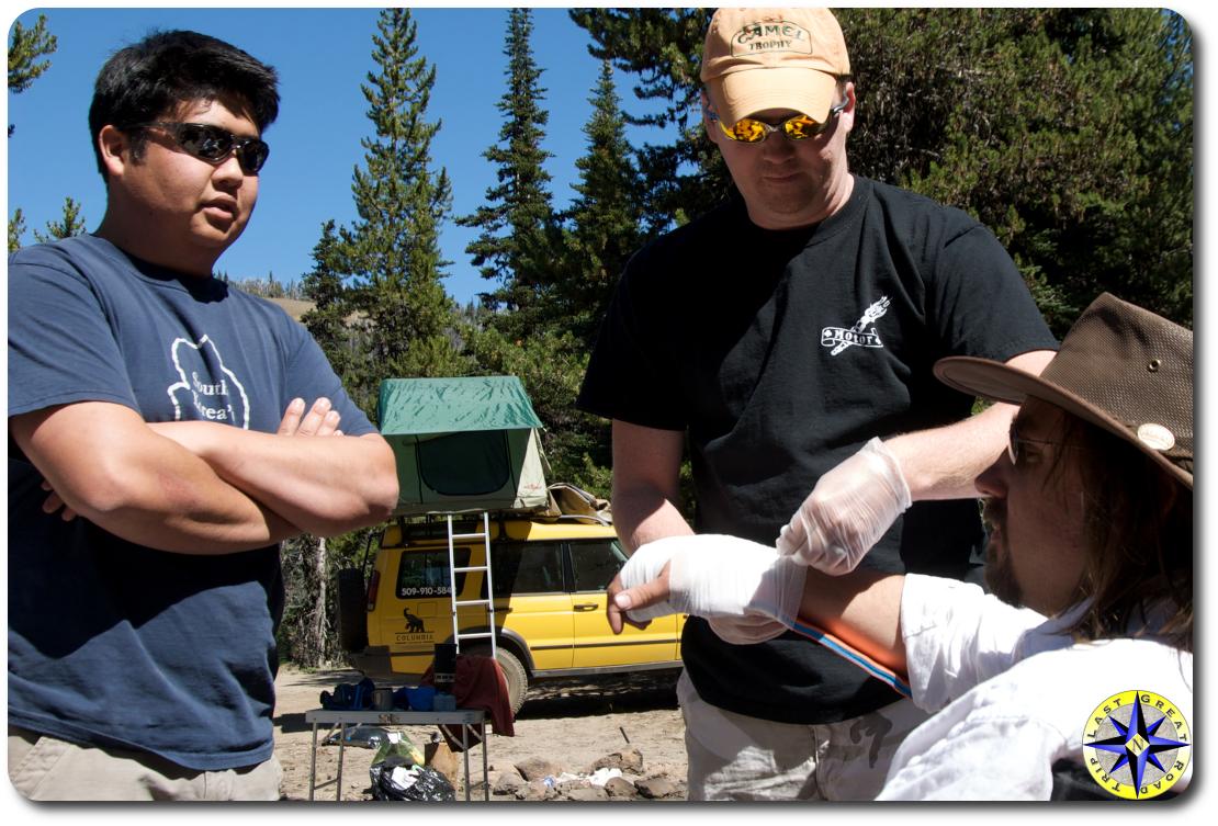 wilderness first aid splinting injured man arm