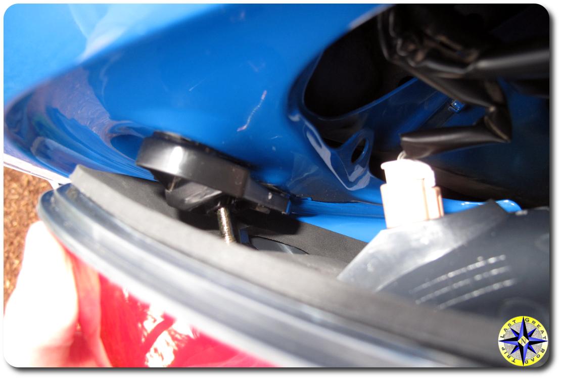 installing fj cruiser driverside taillight