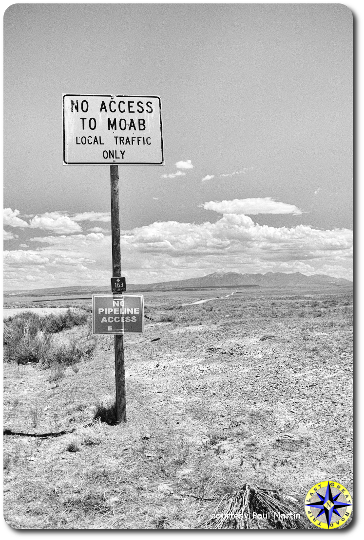 no access to moab sign dirt road