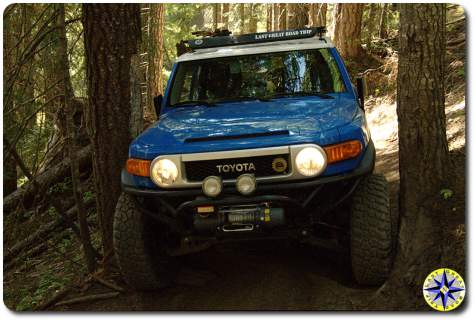 fj cruiser stuck between trees