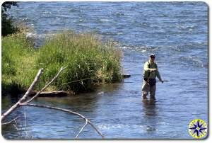 man flyfhishing deschutes river