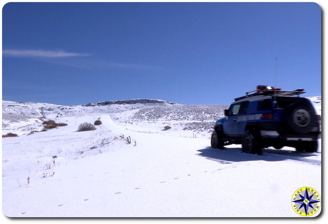 fj cruiser driving in snow
