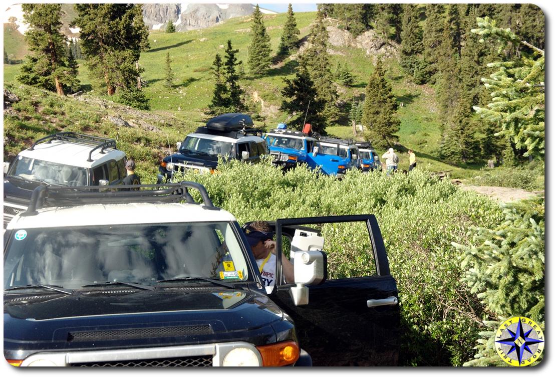 fj cruisers waiting on 4x4 trail