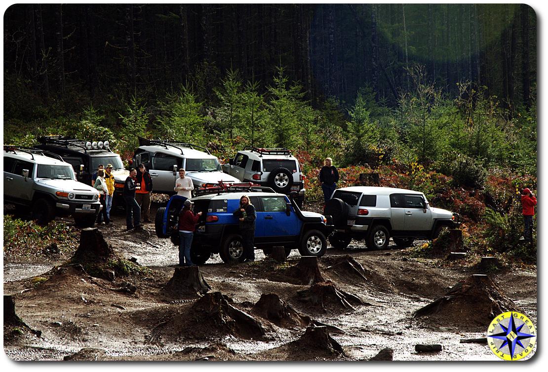 fj cruisers at mud pit