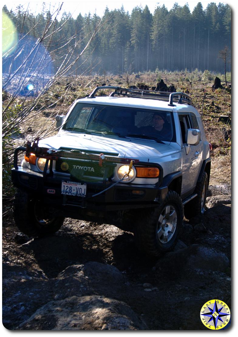 fj cruiser approaching rocks tahya forest
