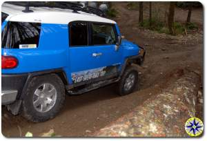 fj cruiser down hill 4x4 trail