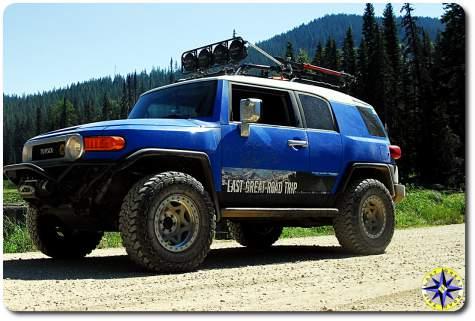 fj cruiser walker evens beadlock wheels dirt road