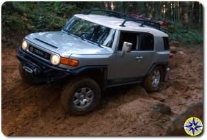 silver toyota fj cruiser muddy 4x4 trail