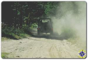 landrover D90 in dust