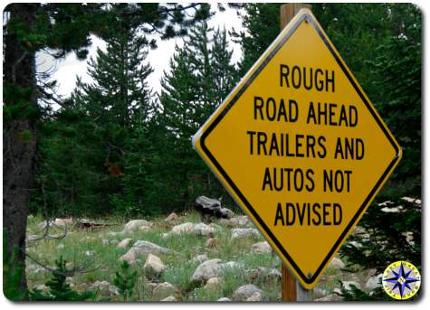 rough road autos not advised sign