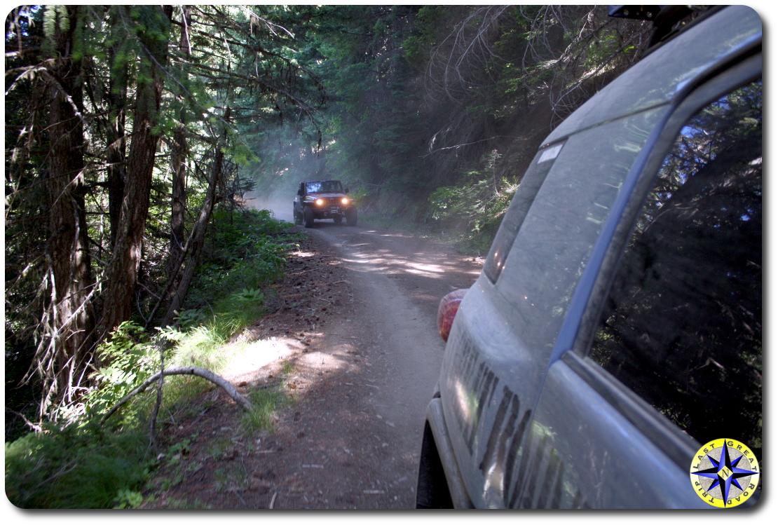 fj cruiser jeep 4x4 trail